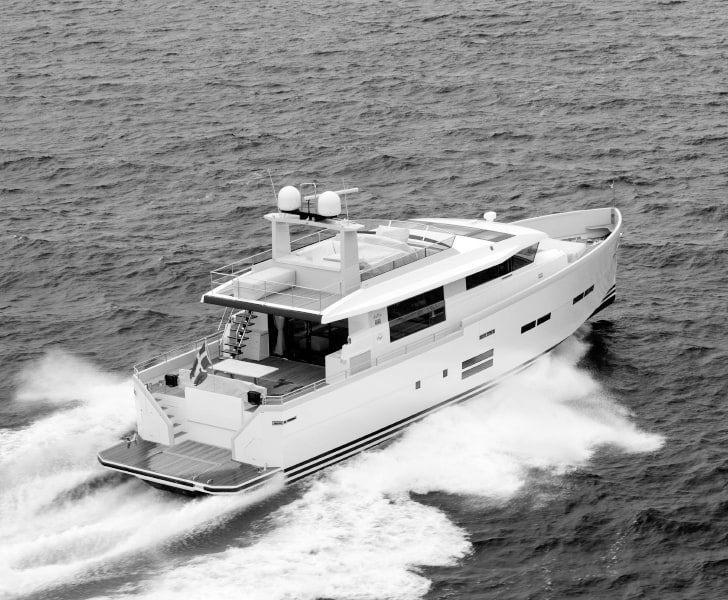 Новые моторные яхты