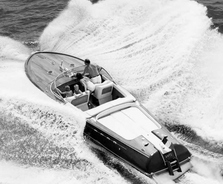 Ретро катера и парусные яхты.